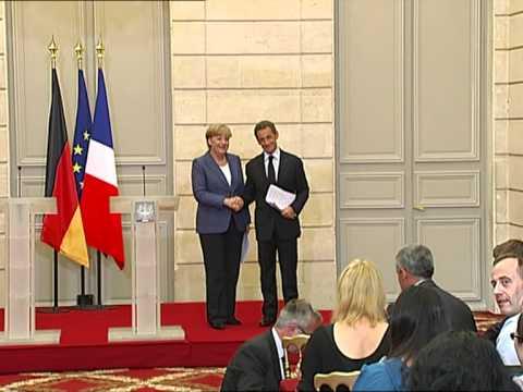 Sarkozy et Merkel proposent un gouvernement de la zone euro