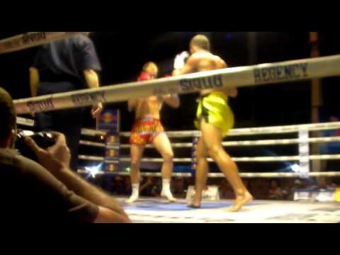 STEPHEN HODGERS vs BRIAN ROBERTSON WPMF QUEENS BIRTHDAY FIGHT SANAM LUANG BANGKOK rd1.MP4