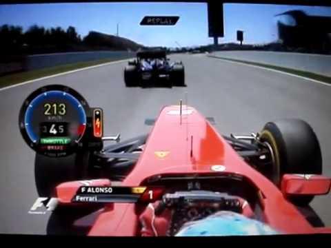 Фернандо Алонсо идет на обгон. Формула 1