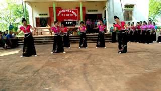 Múa lắc mông đẹp đội xung kích trẻ xã Chiềng đông yên châu