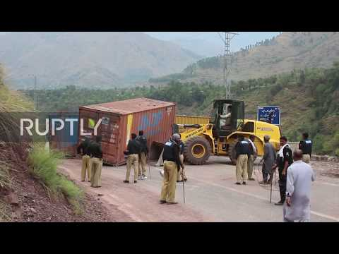 Pakistan: Police block protesters marching to Indian Kashmir