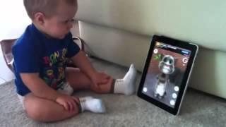 7 clips em bé hài hước nhất
