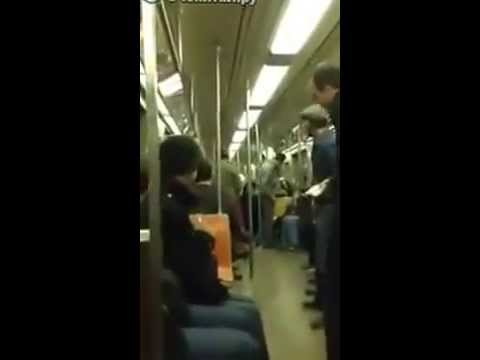 Случайный дуэт саксофонистов в метро
