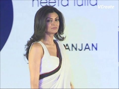 Sushmita Sen Walks The Ramp In A White Sleeveless Saree Blouse. video