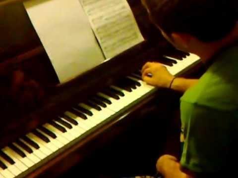 Krzysztof Gra Na Pianinie ;)