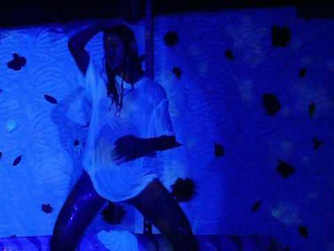Gata molhada na Millenium disco club 05