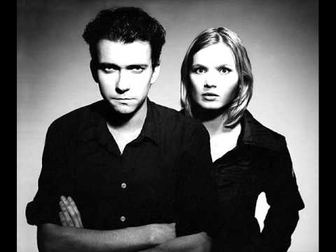 The Raveonettes - Love In A Trashcan (Lyrics).