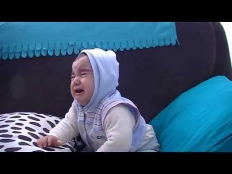 Babası Şarkı Söylerken Ağlayan Bebek :)