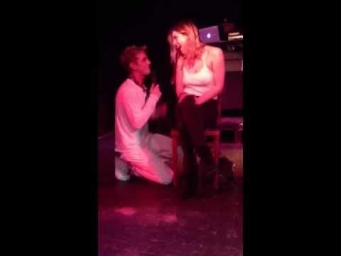 Aaron Carter singing to Scout Willis
