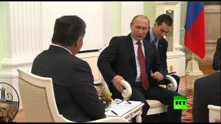 لحظة لقاء الرئيس الروسي فلاديمير بوتين والعاهل الأردني عبدالله الثاني في الكرملين