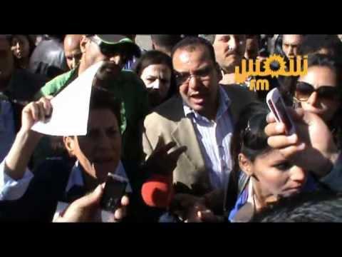 image vidéo إخراج راضية النصراوي من وقفة نقابيين رجال الأمن