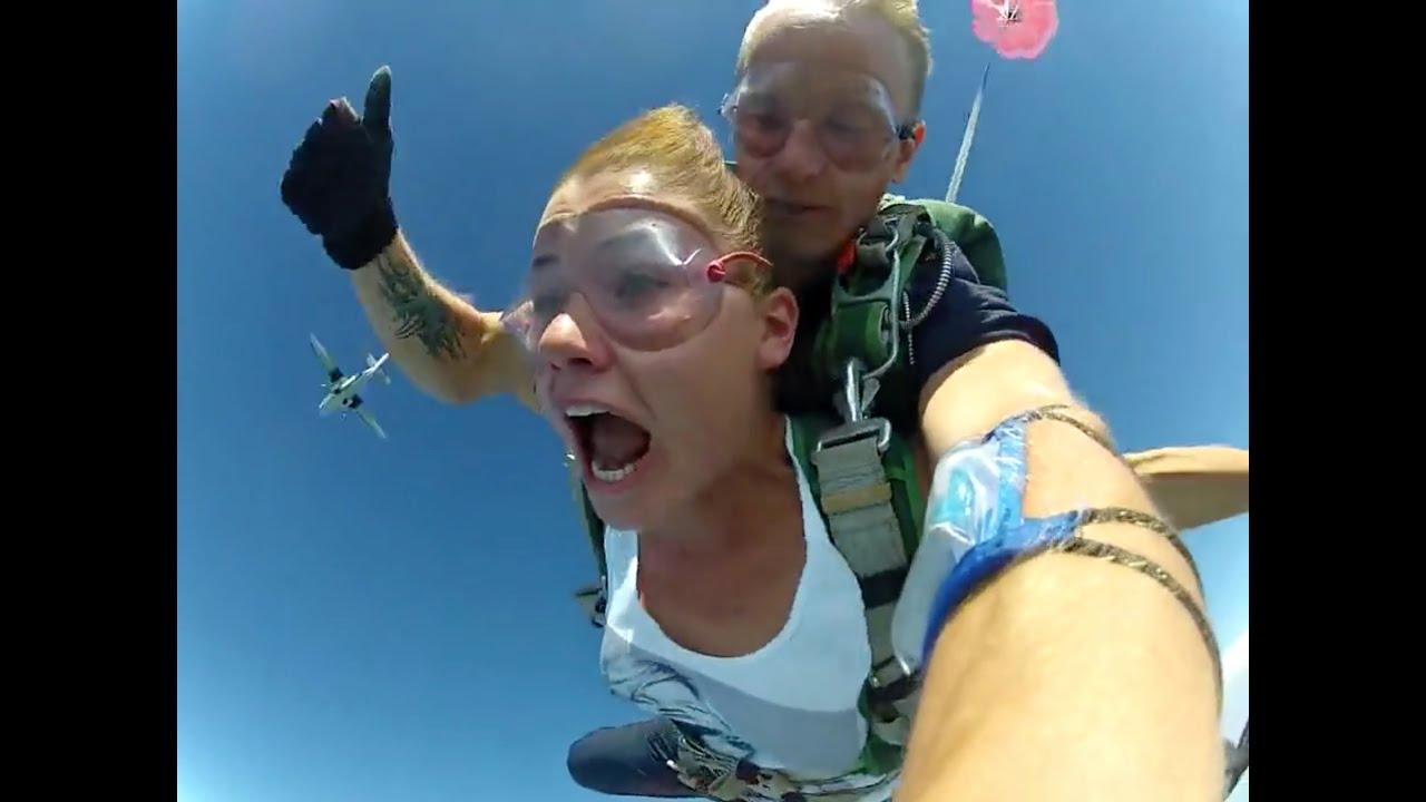 Голая девушка с парашютом фото 81
