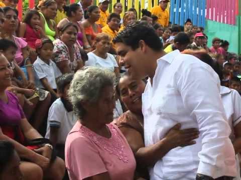 Angel Aguirre Herrera de visita en La Navidad Llano Largo en Acapulco