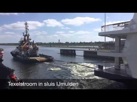 Texelstroom in de sluis bij IJmuiden