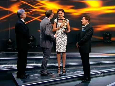 Lilia Cabral recebendo o Troféu Imprensa (27/04/2014)