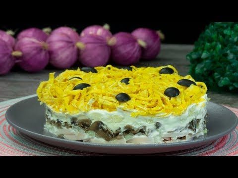 Идеальное сочетание ингредиентов! Салат с грибами и лапшой из яичных блинов!   Appetitno.TV