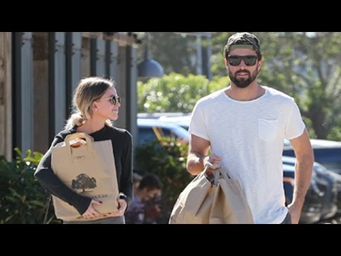 X17 EXCLUSIVE - Brody Jenner and Kaitlynn Carter grab superbowl snacks