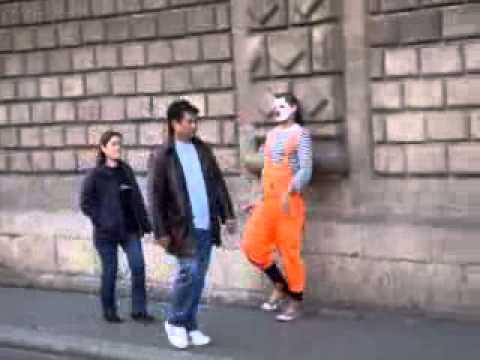 клоун на улице.flv
