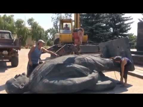Lenin-Free Ukraine: Soviet-era monuments topple as Ukrainians reject symbols of totalitarian past