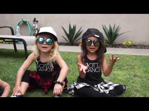 Dance Battle with the Besties Everleigh and Ava VS Taytum and Oakley the Twins thumbnail