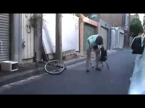 بالفيديو.. شاب يستخدم أغرب بسكلته في العالم لاستكمال رحلته