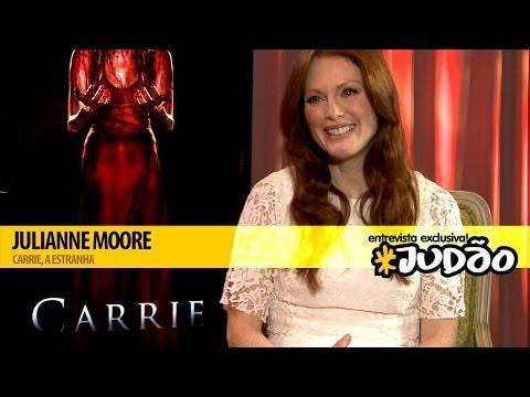 CARRIE, A ESTRANHA | Entrevista com Julianne Moore (HD) JUDAO.com.br