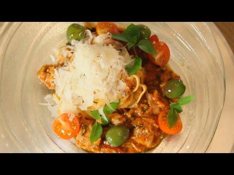 Острая томатная итальянская паста с тунцом. Рецепт от шеф-повара.