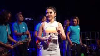 Download lagu Syahiba Saufa - Ngomong Apik Apik (Melon Music Live in Kedasri)