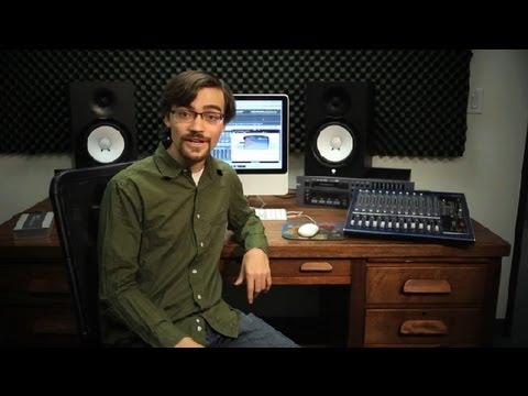 What Is the Difference in MP3s & MP4s? : Recording Music