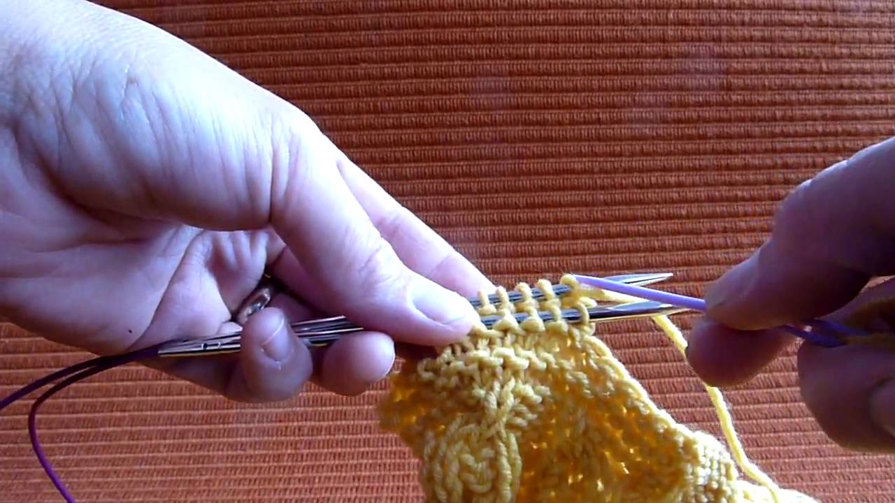 How To Graft Knitting Stitches Together : Grafting Garter Stitch (Kitchener) - YouTube