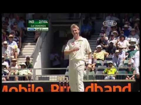 Sachin Tendulkar upper cuts Brett Lee
