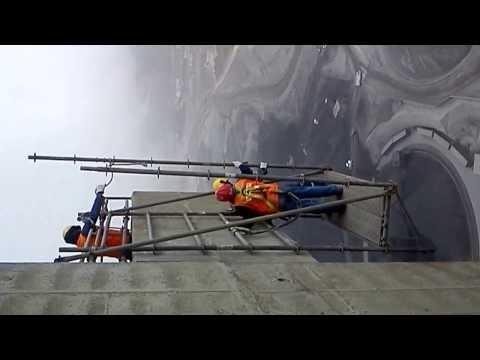andamios colgantes a 90 metros de altura
