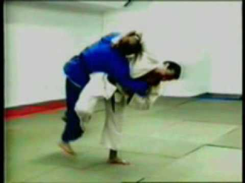 Hane-makikomi judo throw Image 1