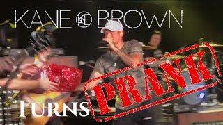 Download Lagu KANE BROWN CONCERT TURNS PRANK ON DAD Gratis STAFABAND