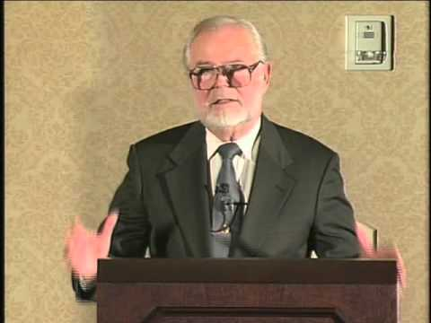 Super rich are in a conspiracy to rule the world - G. Edward Griffin - 2007