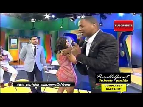 Evelina Garcia se deja tocar de el Boli/MasRoberto (mujer se deja tocar en programa)