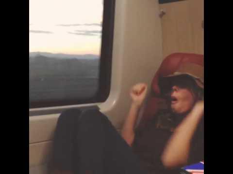 Alessia Marcuzzi, ballo scatenato in treno verso il… Grande Fratello!