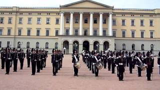 norwegian Soldiers dancing thriller