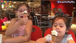Biểu cảm của em LyLy khi ăn trái cây / Hai chị em ăn kem