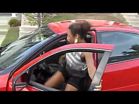 Смешное видео!Женщина за рулем!Война с дверками машины!Юмор! Прикол! Смех!