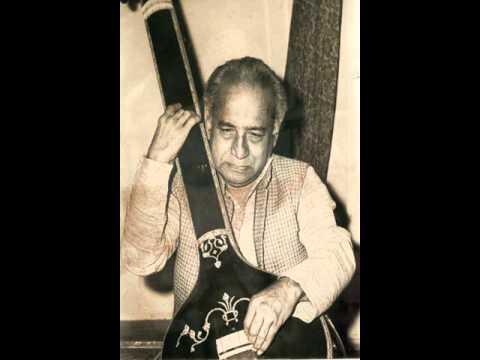 Pandit Vasantrao Deshpande sings a Natya Song
