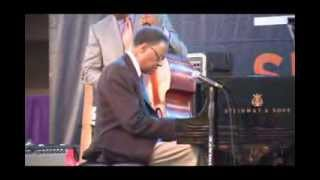Ramsey Lewis Performs Full Concert Live @ Baldwin Hills Crenshaw Plaza 2013