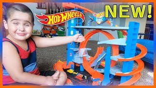 Newest Hot Wheels Ultimate Garage with Shark Loop 2018 | Hot Wheels City | Brand New