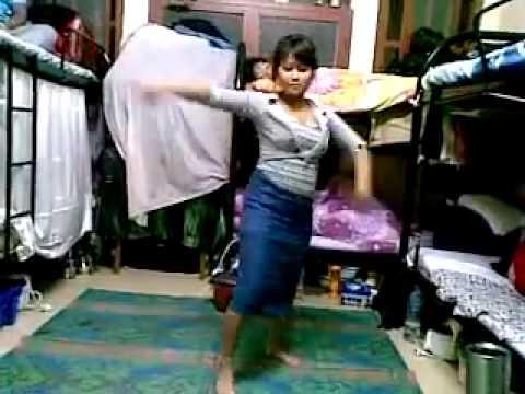 NEPALI GIRL DUBAI MA DANCE GARDAI