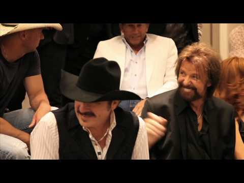 Brooks & Dunn Class Photo Shoot- People Magazine Video