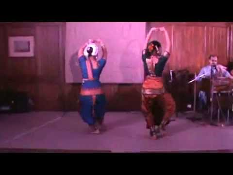 Iman Das Sings Pag Ghungroo Bandh Meera By ''ronge Raage Robi'' With Dance Live At Palladian Lounge video