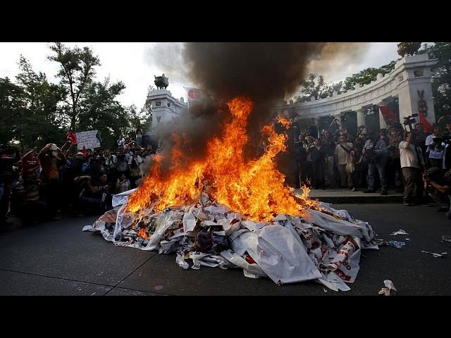 Mexico: protest in memory of the 43 missing students - no comment