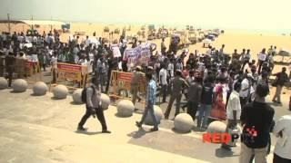 Marina - Sri Lankan Tamil Issue - College student's human chain protest in chennai marina [REDPIX]