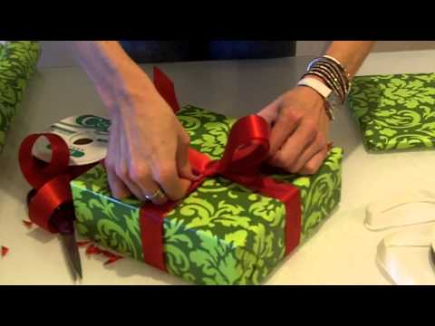 How to Wrap The Perfect Christmas Present - The Bow