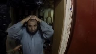 Hjelmkamera optagelser offentliggjort: Soldater befrier fanger fra Islamisk Stat-fængsel